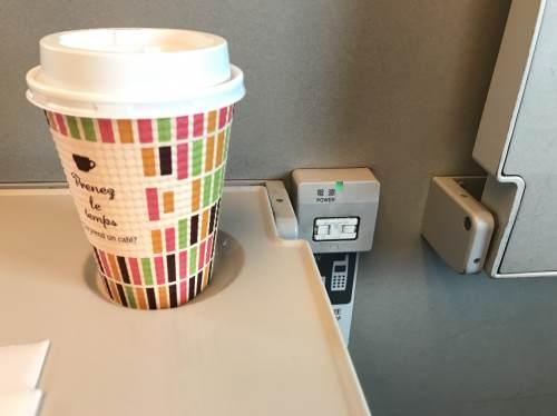 新幹線最前列の電源コンセント