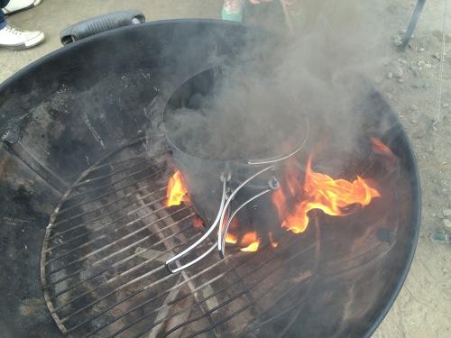 わずか2、3分でBBQの炭を着火する2つの方法