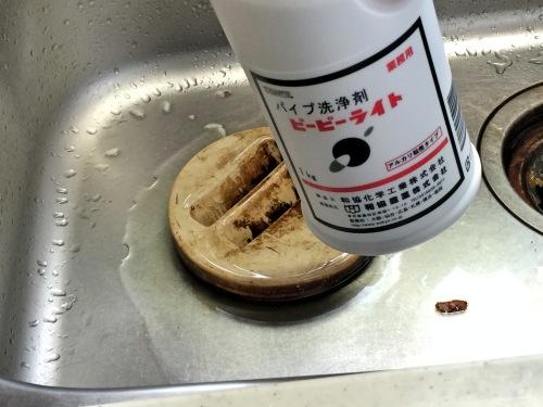 【排水溝の臭い解決法】排水溝の悪臭・汚れを取るピーピーライトの実力を試してみた