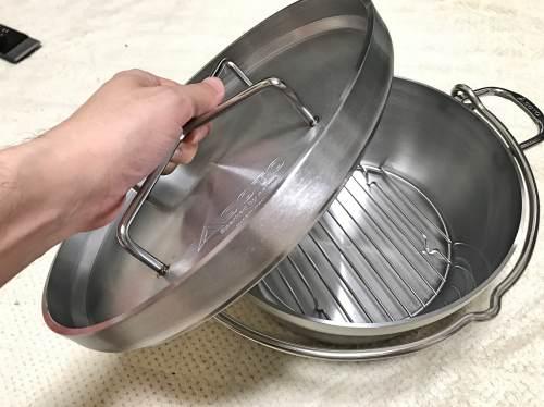 新品のダッチオーブン