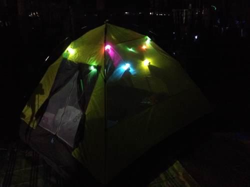 ケミカルライトで照らすテント