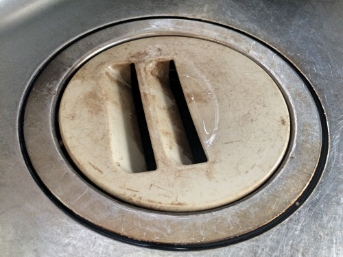 生ゴミの入った排水口