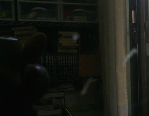 液晶テレビ画面に付いた手の脂