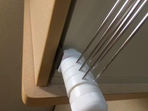 ふきん掛けを付けても、吊り棚のとびらは問題なく閉まる