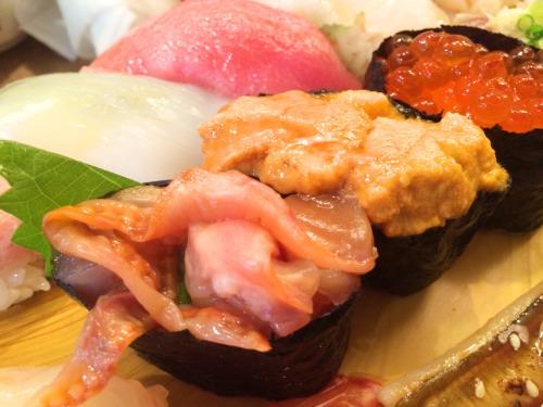 築地市場で行列のできていない寿司屋に入ったら美味しかった
