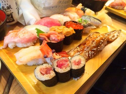 築地市場で入った弁富すしのお寿司セット