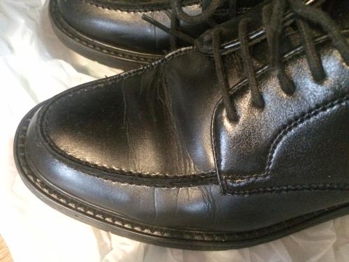 革靴の表面に付いていた雨水はきれいになくなった