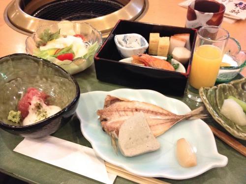 箱根小涌谷温泉 水の音の朝食も豪華