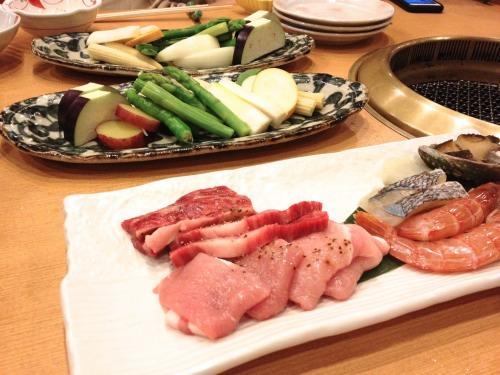 箱根小涌谷温泉 水の音は刺身の後の焼き肉も充実
