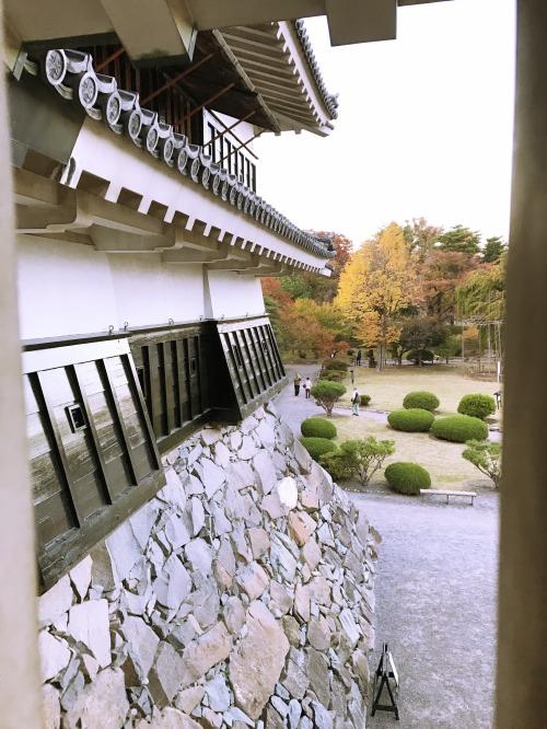 松本城の城内から外壁を見た様子