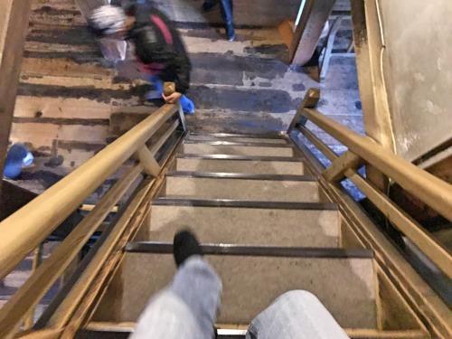 松本城の急な階段で筋肉痛になった