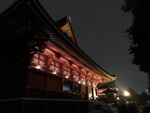 夜の浅草寺を参拝