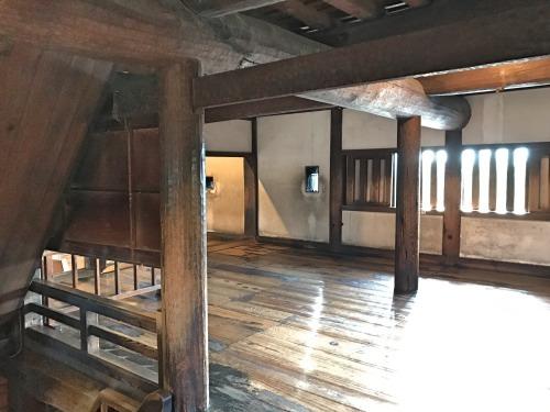松本城の梁は永年に渡って城を支えてきた
