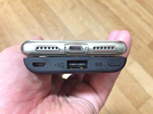 iPhoneを胸ポケットに入れる人向けのスマホバッテリー!