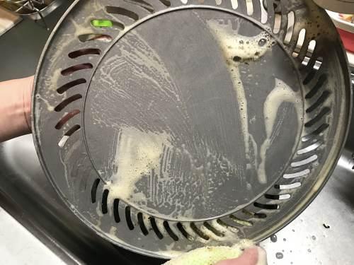 イワタニのカセットコンロ専用焼き肉プレートは軽くて洗いやすい