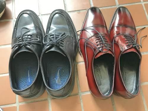 普段履き慣れた革靴と楽天市場のFido(フィード)で買った細身の革靴を比較