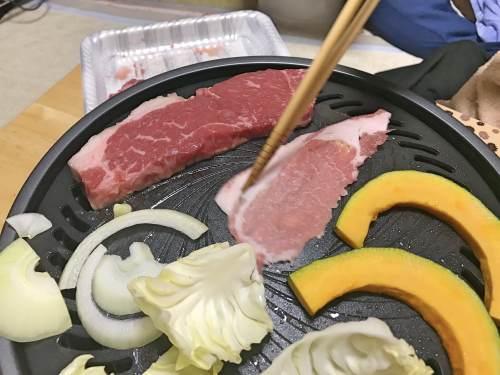 イワタニカセットコンロ専用焼き肉プレートで実際に焼くと煙が少ない