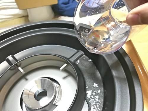 イワタニ焼き肉プレートは鉄板の下に水を敷くので煙が少ない