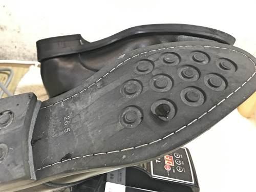 実際に靴乾燥機で革靴を乾燥させたところ
