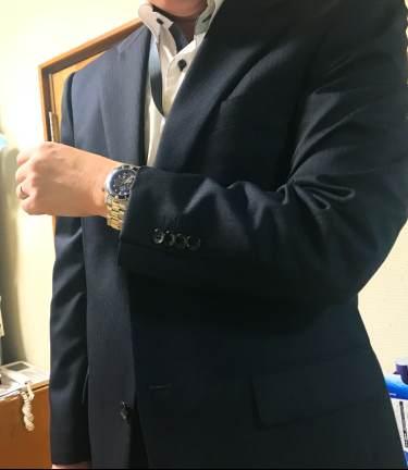 スーツ着ているときに青いダイバーウォッチを付けてみた