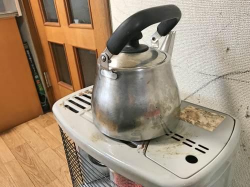 石油ストーブのヤカンのお湯を沸かせる