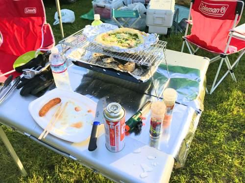 キャンプ用の折りたたみテーブル