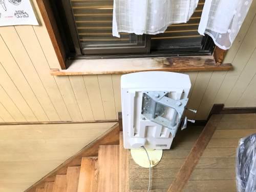 3階で電波塔とは反対方向にアンテナを向けてテレビを映す